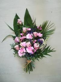 rouwboeket paars/roze (op foto middel formaat)