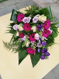 Rouwboeket paars luxe (op foto middel formaat)