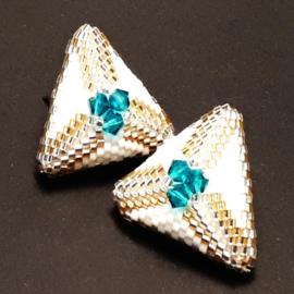 Driehoekige oorstekers met Swarovski kralen
