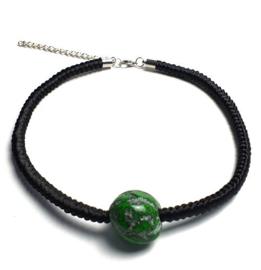 Geknoopte ketting Maï groen met zwart