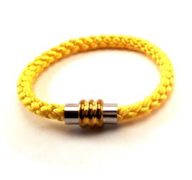 Rondgevlochten satijnen armband geel