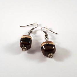 Bruine ton sur ton oorhangers, handgemaakt met keramische kralen