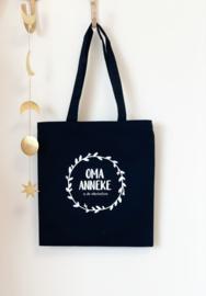 Katoenen tas premium   Oma (naam) is de allerliefste