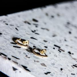 Halve oorringetjes goud