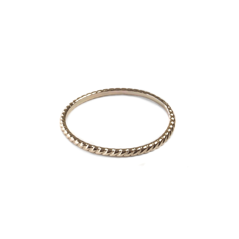 Structured ring goud