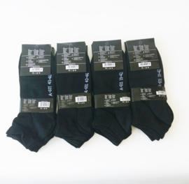 Heren sneakers 12 paar zwart 6 x maat 39/42 en 6 x maat 43/46    0,35 per paar