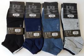 Heren sneakers uni kleuren 6 x maat   39/42 en 6 x maat 43/46  0,38  per paar