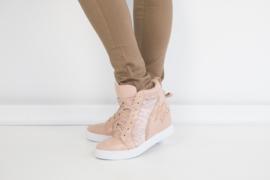 Hoge sneaker met strass en kant