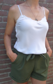 Prachtige groene short met strik