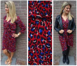 Stijlvolle rode jurk met leopard print