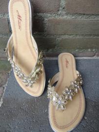 Prachtige rok met panter print in combinatie met witte prachtige top met kant en prachtige slippers