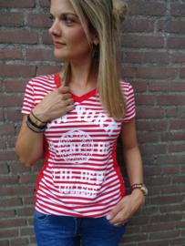 Prachtig wit / rood gestreept t-shirt met v-hals