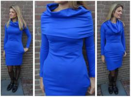 Stijlvolle kobaltblauwe jurk met grote kol