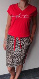 Leopard rok met rode bies aan de zijkant