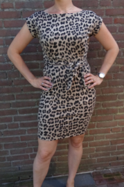 Prachtige taupe leopard jurk