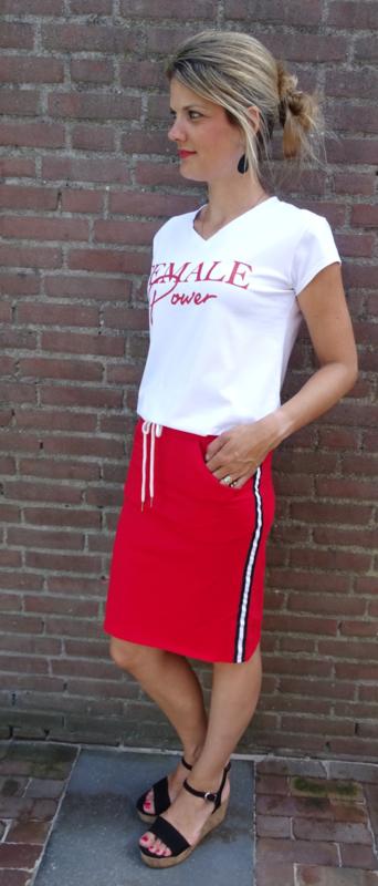 Goede Prachtige rode rok met bies aan de zijkant en Female power t-shirt PQ-19