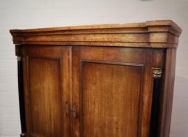 Antiek Hollands kabinet