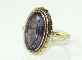 Vintage gouden ring met paarse saffier of spinel, jaren '70/'80.