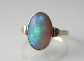 Vintage gouden ring met uitzonderlijk mooie opaal
