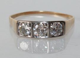 Art Deco gouden rijring met drie oudslijpsel diamanten