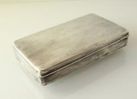 Antieke zilveren tabaksdoos met ribbeldecor, 1857