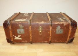 Oude hutkoffer met houten banden