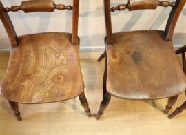 Vier antieke Scroll Back Windsorstoelen