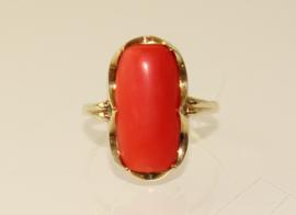 Vintage 14 karaat gouden ring met cabuchon geslepen bloedkoraal