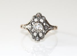 Antieke goud en zilveren ring met roosdiamanten