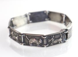 Vintage zilveren armband met katten en honden.