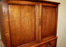 Antiek Engels linnenkastje