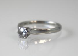 Vintage witgouden solitairring met oudslijpsel diamant