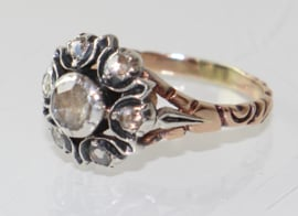 Antieke goud en zilveren rozetring met roosdiamanten