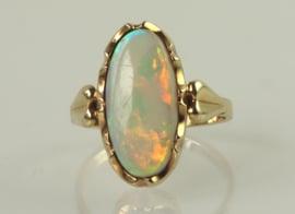 Vintage 14 gouden ring met prachtige grote opaal