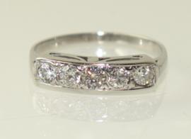 Witgouden Art Deco rijring met vijf oudslijpsel diamanten