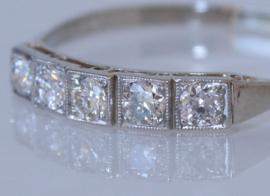 Witgouden Art Deco ring met vijf oudslijpsel diamanten