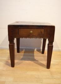 Antiek tafeltje 18e eeuw