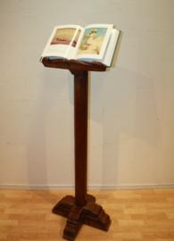 Antieke boekenstandaard