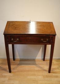 Antieke Engelse schrijftafel