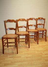 Vier antieke boerenstoeltjes