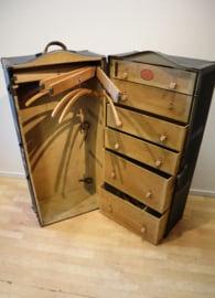 Antieke hutkoffer met garderobe, Maison Olyslager