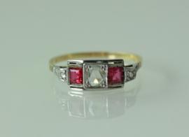 Prachtige gouden Art Deco ring met robijn en roosdiamant