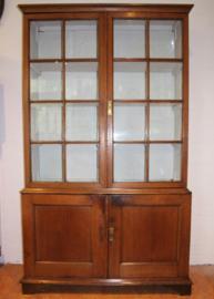 Antieke boekenkast, bibliotheekkast