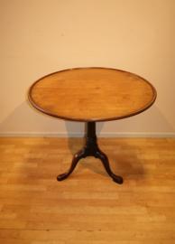 Antieke Engelse Tilt-toptafel