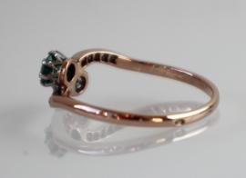 Antieke Art Deco roségouden slagring met oudslijpsel diamant en smaragd