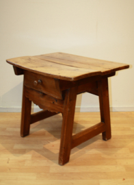 Antiek Spaans tafeltje