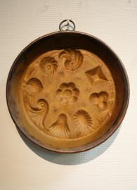 Antieke koperen bakvorm schelpen