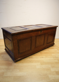 Antieke Engelse kist, 18e eeuw
