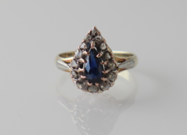 Antieke 14 karaat gouden ring met druppelvormige saffier en roosdiamanten