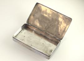 Antieke zilveren tabaksdoos met guilloche decor, 1836